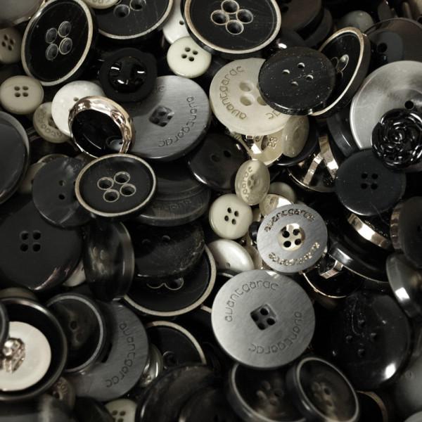 50er Knopf Mix Markenware Schwarz/Grau
