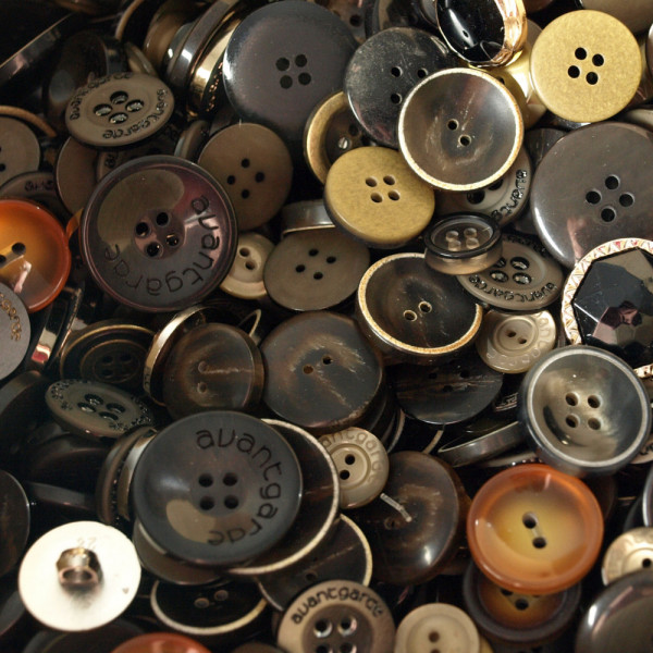 50er Knopf Mix Markenware Dunkelbraun